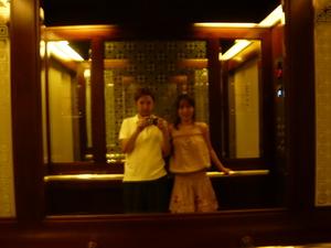 エレベーターの中で